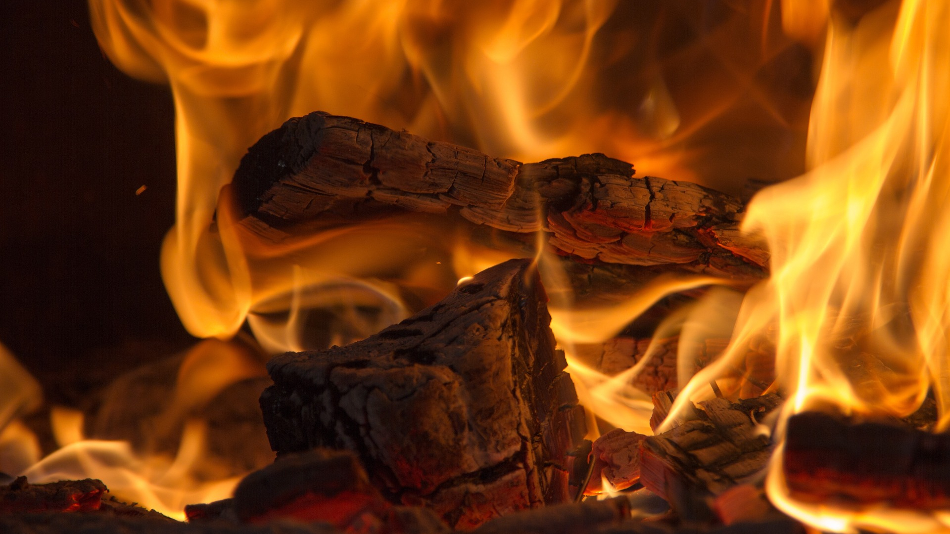 Can You Burn Pine In Wood Stove Or Fireplace Heatwhiz Com